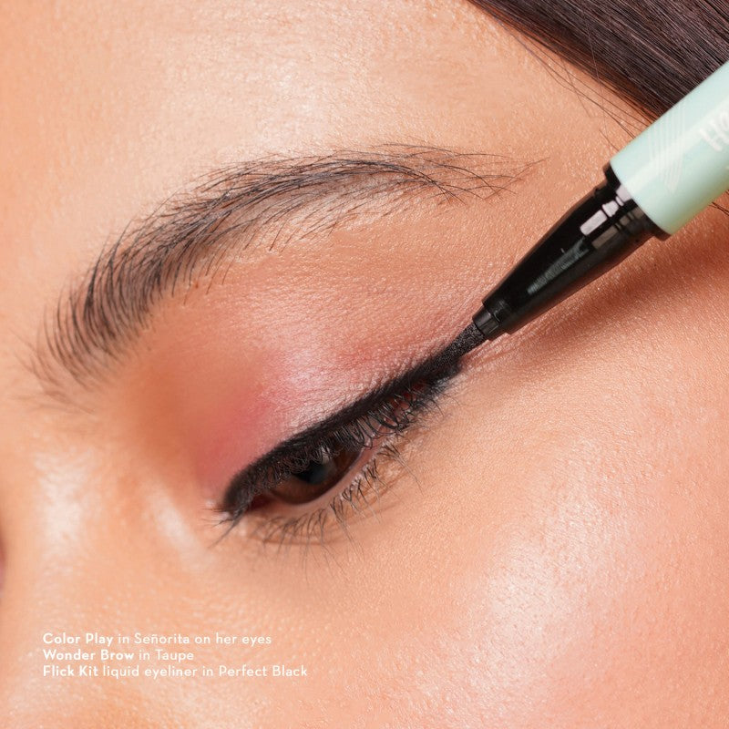 Happy Skin Flick Kit Liquid Eyeliner In Perfect Black Model