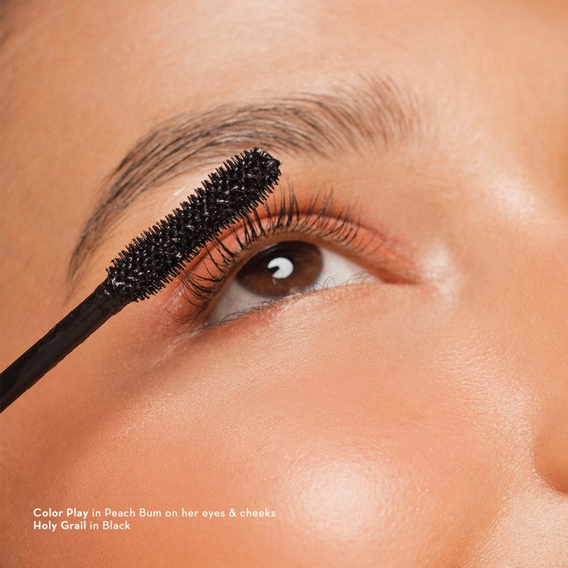 Happy Skin Holy Grail Lengthening Fiber Mascara Model