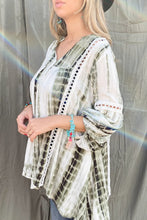 Load image into Gallery viewer, Aztec Printed Lace Detail Tunic Top