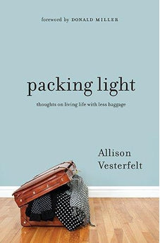 Packing Light: Thoughts on Living Life with Less Baggage 9780802407290