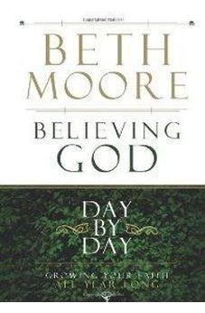 Believing God Day by Day: Growing Your Faith All Year Long 9780805447989