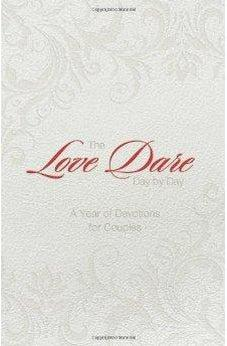The Love Dare Day by Day, Gift Edition: A Year of Devotions for Couples 9781433680359