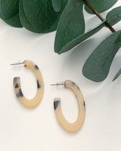 Load image into Gallery viewer, Mini Oval Cream Tortoise Hoops - Resonate Jewelry