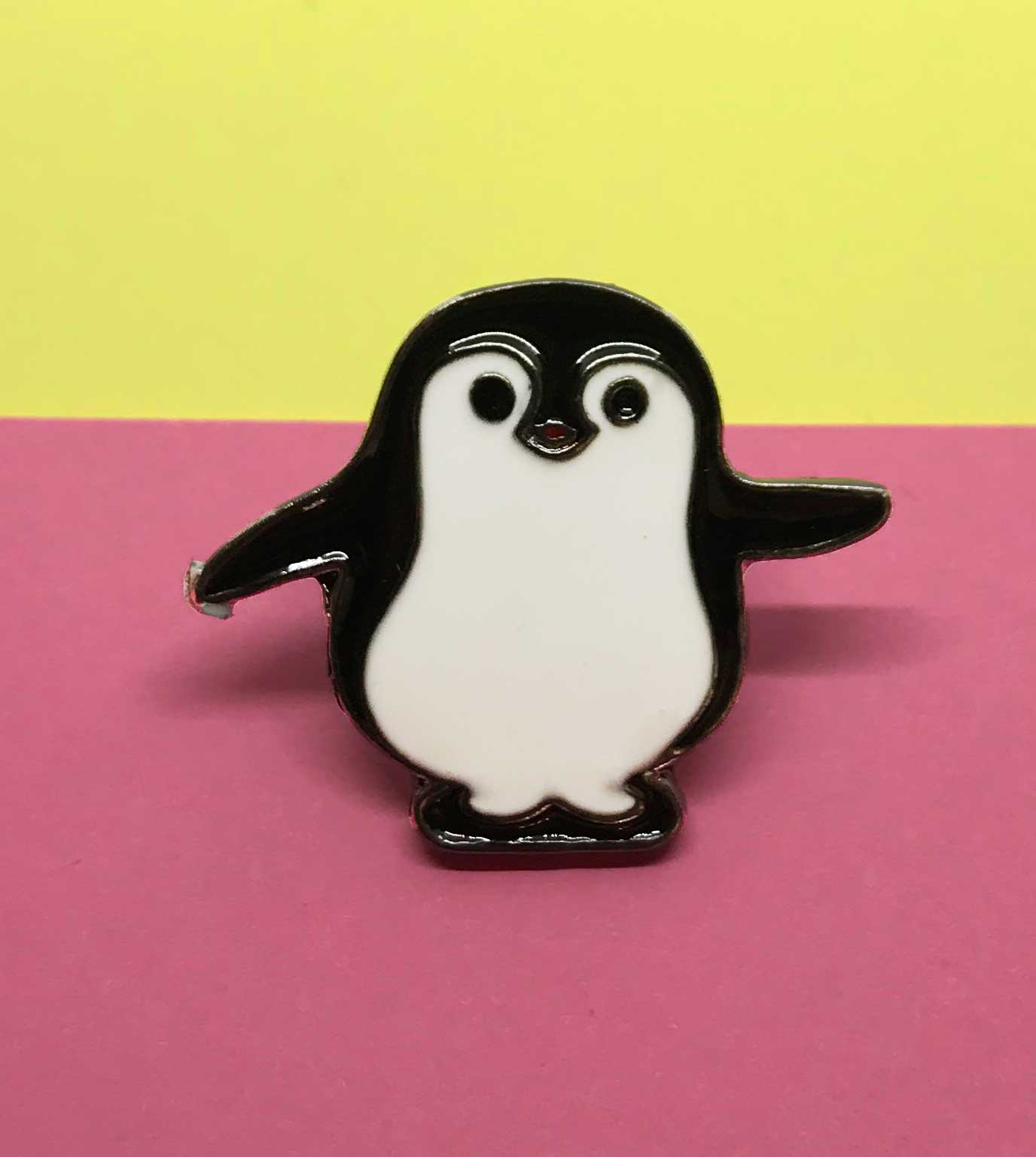 Pin de Pinguino Saluda