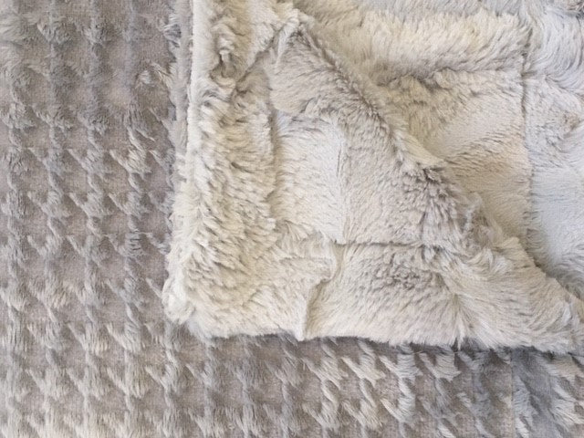 Embossed Houndstooth in Silver on Luxe Cuddle Hide in Silver