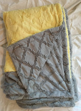 Load image into Gallery viewer, Blanket: Horizontal Bordered Throw Style Blanket in Banana Hide, Lattice in Silver on Lattice in Silver