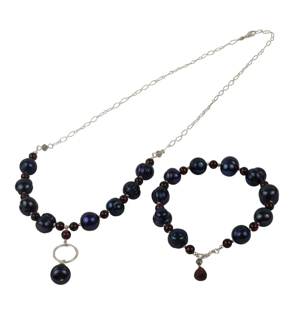 Nuku - Genuine Tahitian Pearls and Garnet