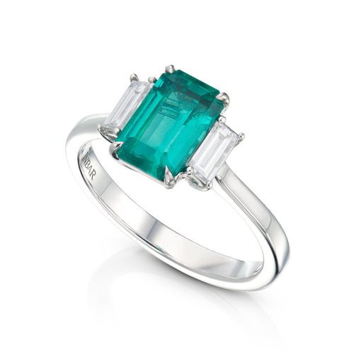 Very high quality Afghan center emerald and 2 emerald cut diamond ring
