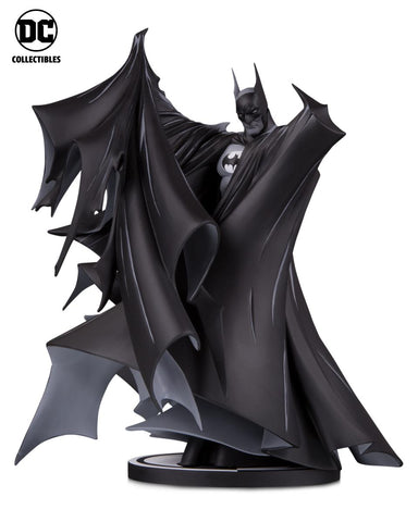 DC Collectibles ~ BATMAN STATUE (2020) ~ Todd McFarlane Batman #423 Version ~ Black & White Series