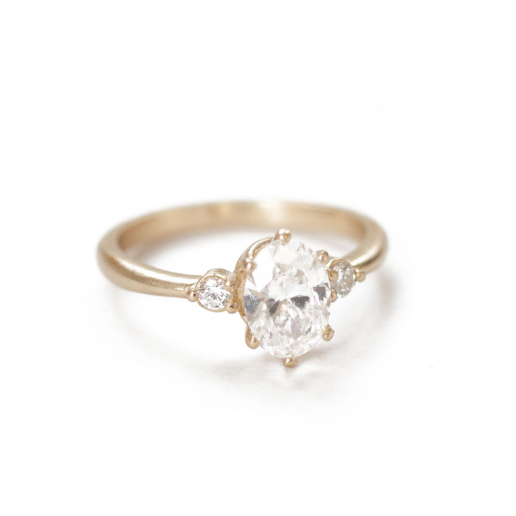 The Minimalist Oval Ring