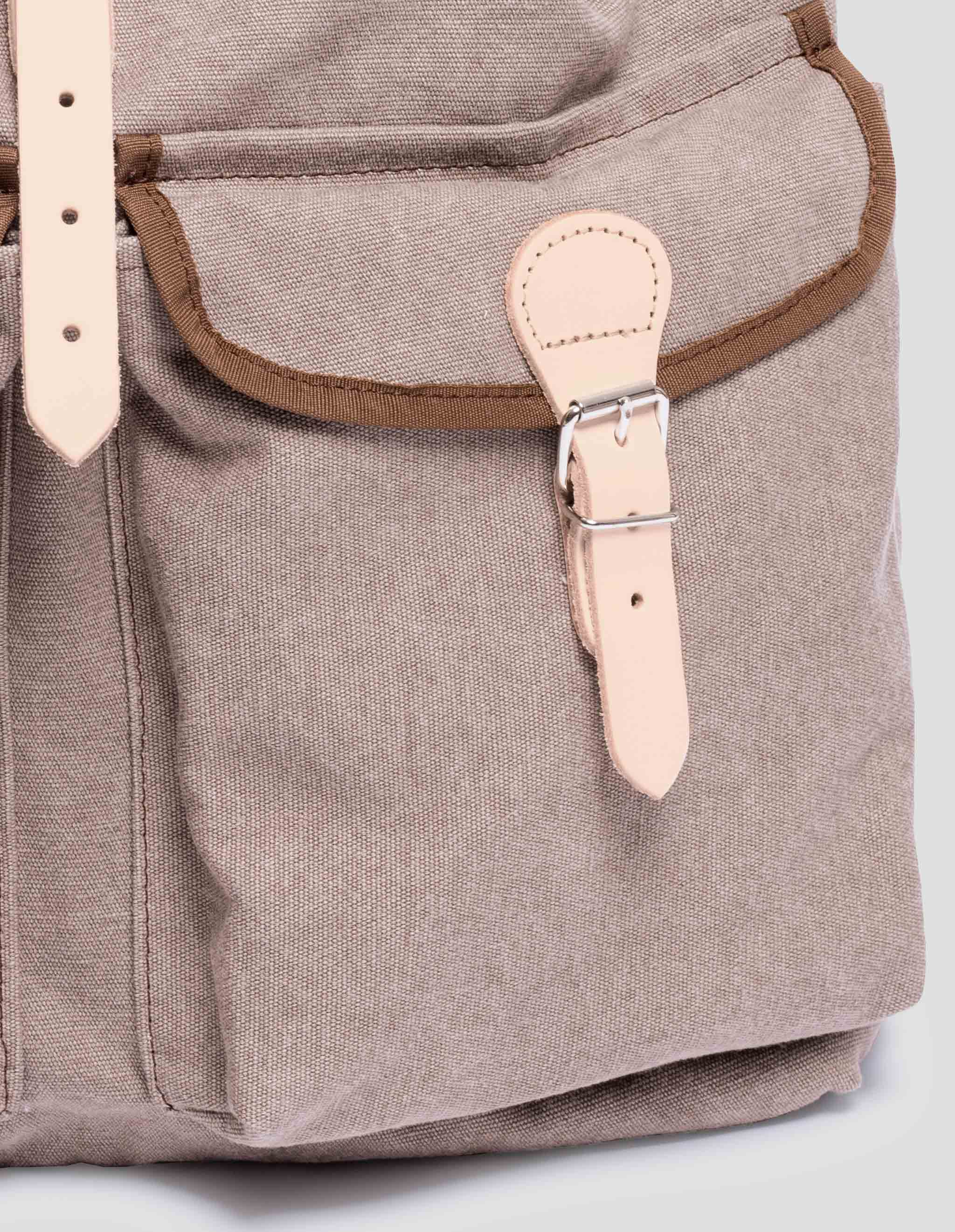 Detail Handgefertigter Rucksack Brown aus Cotton Canvas