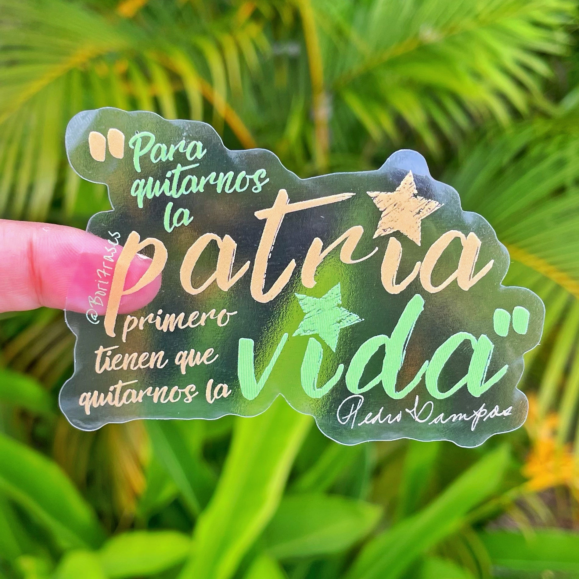 "Sticker con frase de Pedro Albizu Campos. ""Para quitarnos la patria primero tienen que quitarnos la vida"" ""To take away our homeland, first they have to take away our life"" Diseñada en Puerto Rico. Designed in Puerto Rico."