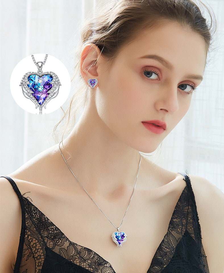 """Free shipping ""Agel Heart Necklace heart-shaped pendant wrapped in a wing"
