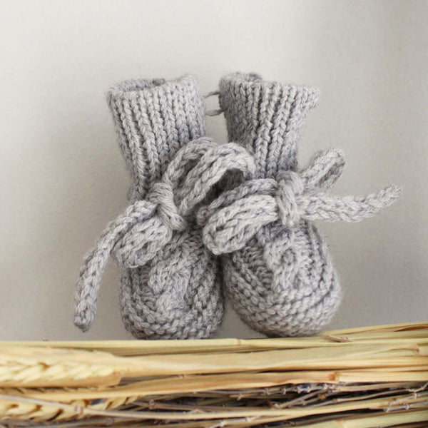 Pukatuka Knitted Booties with Tie