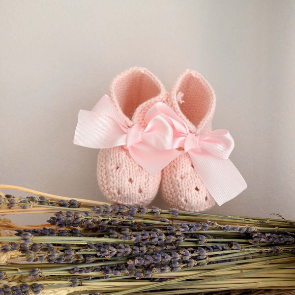 Pukatuka Knit Booties with Bows