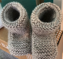 Load image into Gallery viewer, Knitted Booties