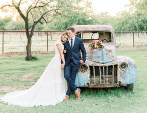 Modest Wedding Dresses lace with sleeves old truck beautiful bride