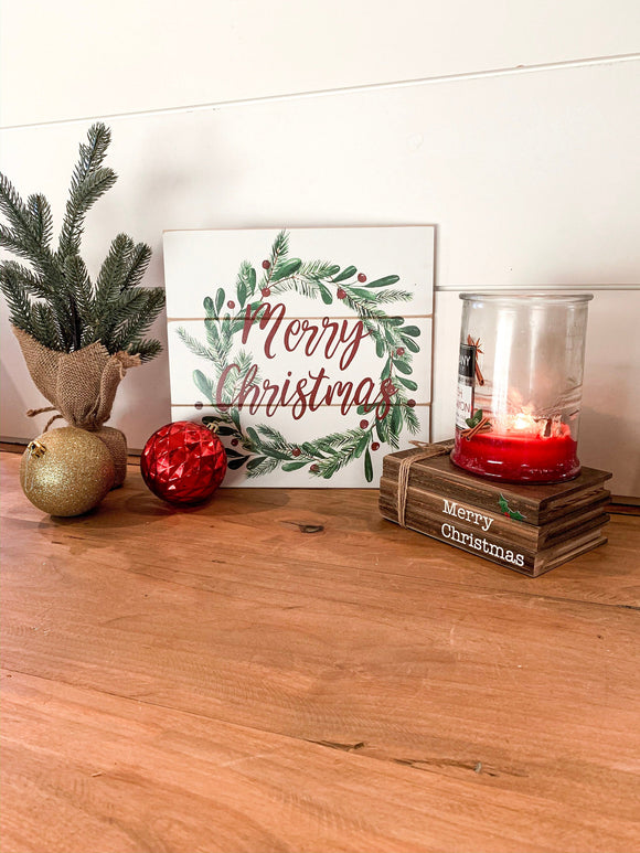 Merry Christmas Wreath Shiplap Sign
