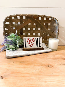 Love Shelf Sitter; Valentine's Day