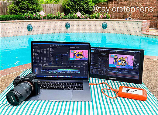 Photography influencer using SideTrak second laptop monitor to help with editing