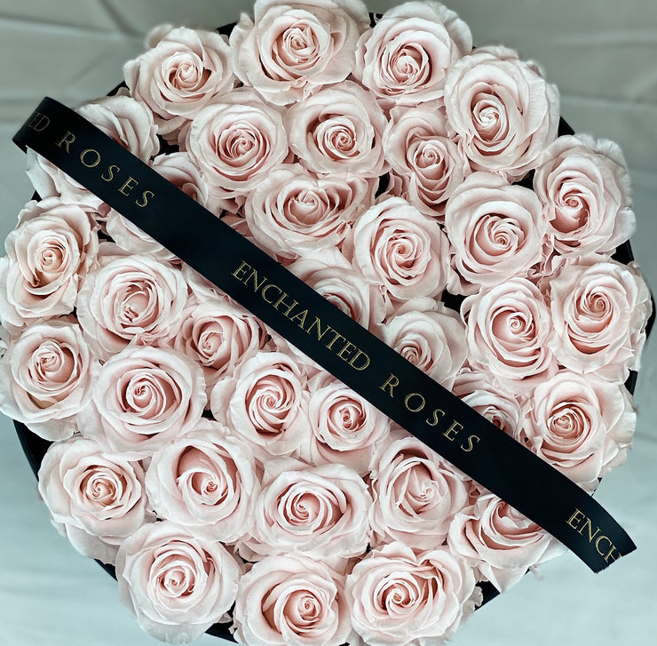 Large Classic Black Round Box - Sweet Pink Roses