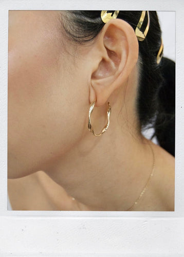 THE TWISTED HOOP GOLD PLATED
