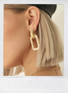 THE EDIE EARRING CREME