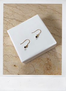 THE DAINTY EARRING GOLD PLATED