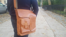 Load image into Gallery viewer, Tan Leather Messenger Bag