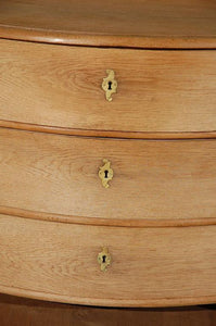 18TH CENTURY FRENCH OAK COMMODE