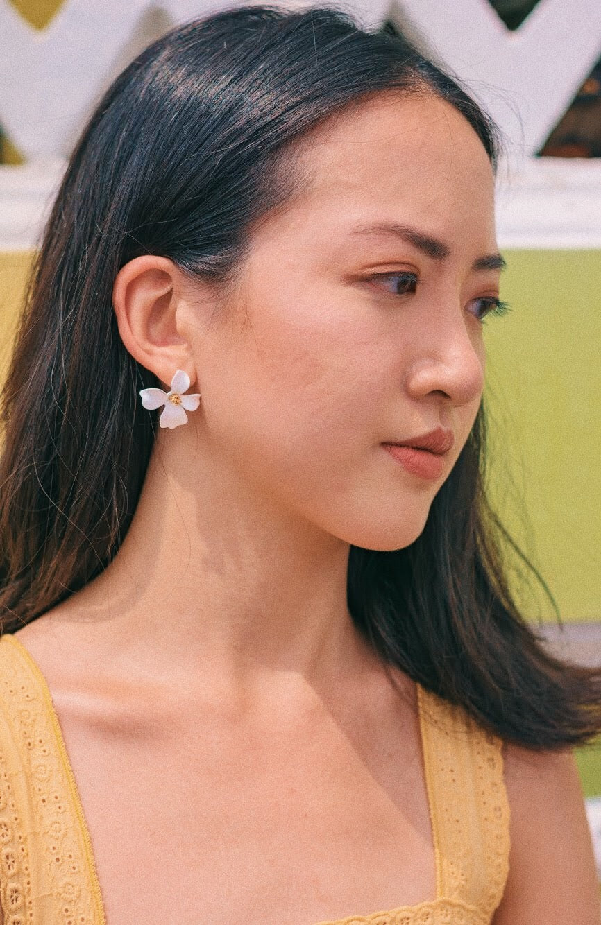 Alliaria Stud Earrings in Chiffon