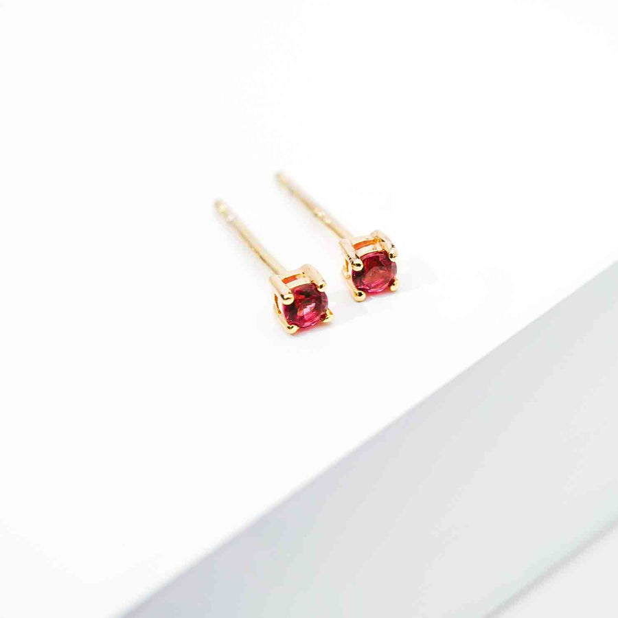 Earrings Princess Round - 18k gold plated with red zirconia