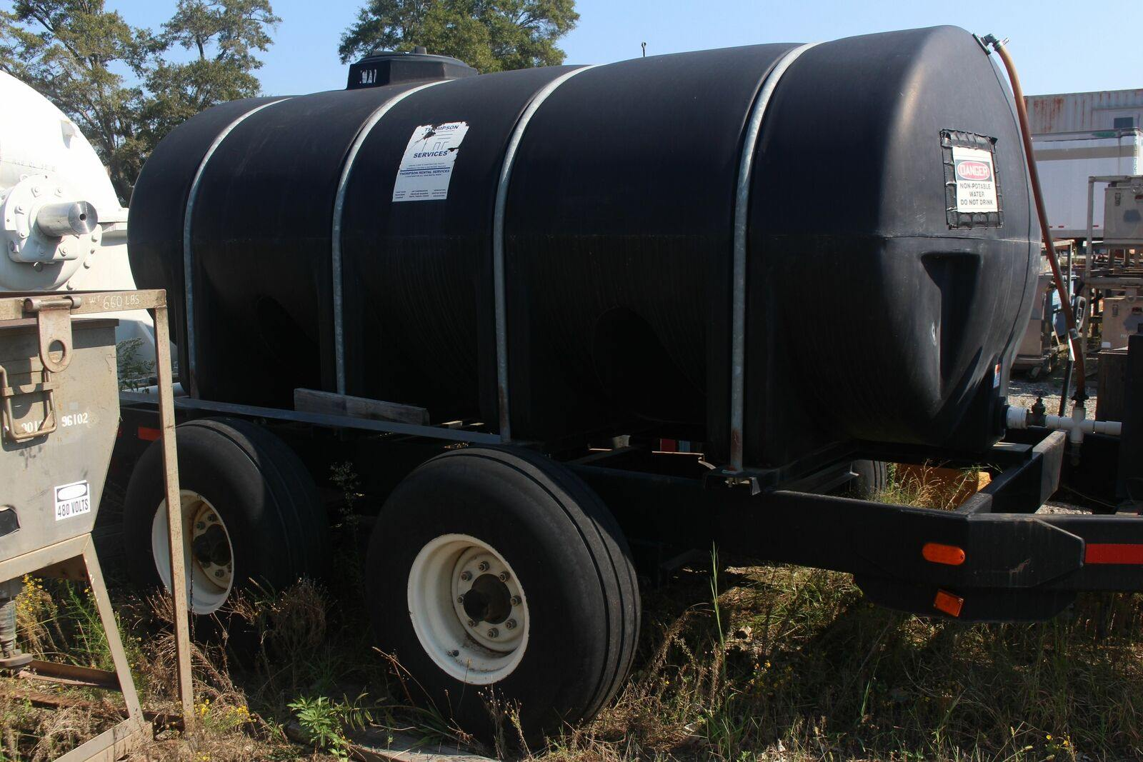 1625 Gallon Black Horizontal Leg Tank Non-Potable Water Tank Trailer