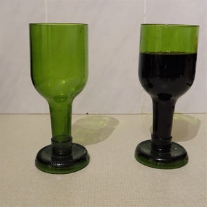 Load image into Gallery viewer, Set of 2 Green Wine Glasses