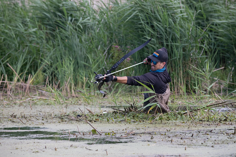 Bowfishing without a boat