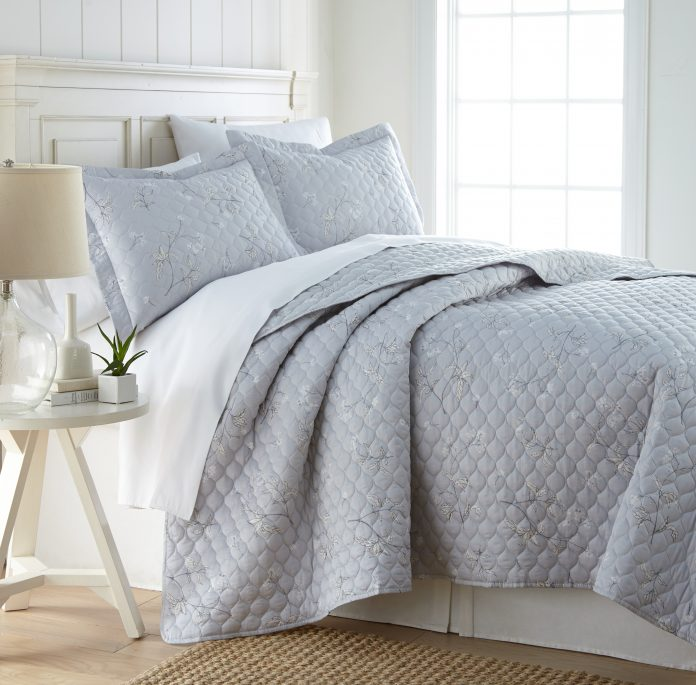Myosotis scorpioides Quilt Sets in Grey