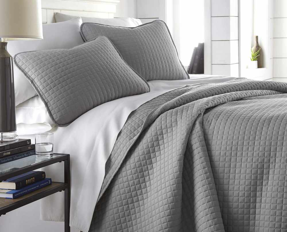 Vilano Springs Quilt Set in Steel Grey