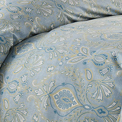 closeup of blue paisley printed duvet cover set pattern