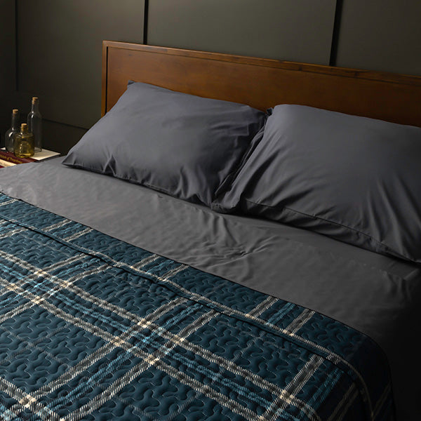 Vilano plaid quilt set