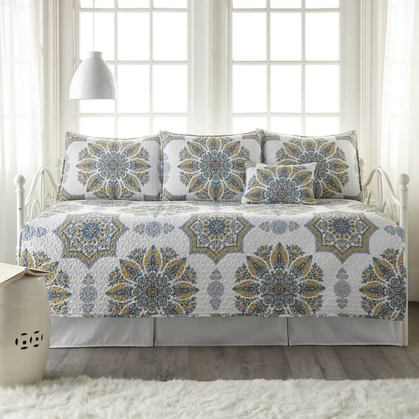 Infinity Daybed Bedding 6-Piece Set in Aqua