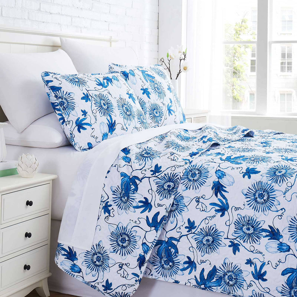 Floral Joy Quilt Set in Blue