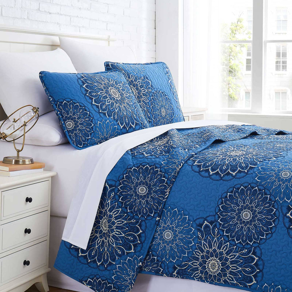 Midnight floral quilt set in aqua