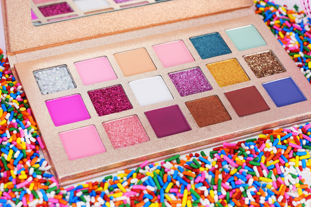 'SWEET LOVE' 18 COLOR VALENTINE'S DAY EYESHADOW PALETTE
