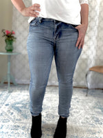 Load image into Gallery viewer, Judy Blue Light Wash Skinny Jeans