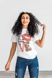Love With Lips Graphic tee