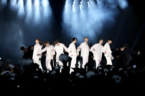 "Saudi Arabian Army also dances and flock… ""Amazing"" BTS World Tour"