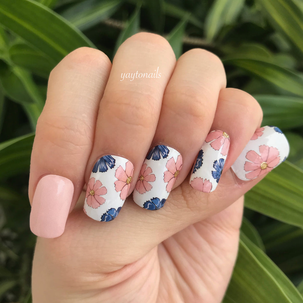 Flower Powers - Yay to Nails