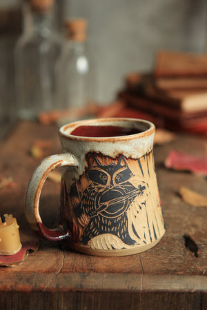 166 Banjo Raccoon Mug