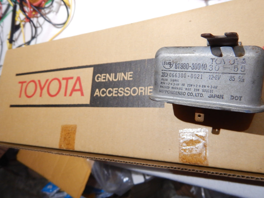OEM TOYOTA Turn Signal Relay Hazzard Flasher Box 81980-30040