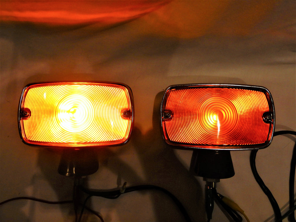 "LED ( Light Emitting Diodes ) Equipped Type NEW OEM AMBER "" KUSTOM KOITO ""  Fender Mounted Turn Signal  and Running Lights / Lamps Kit  FJ40 LH  & RH  1969-1974 FJ40  FJ55 ( NOTE ) FJ55 must re-use existing pedistal feet or mounts under lamps ..."